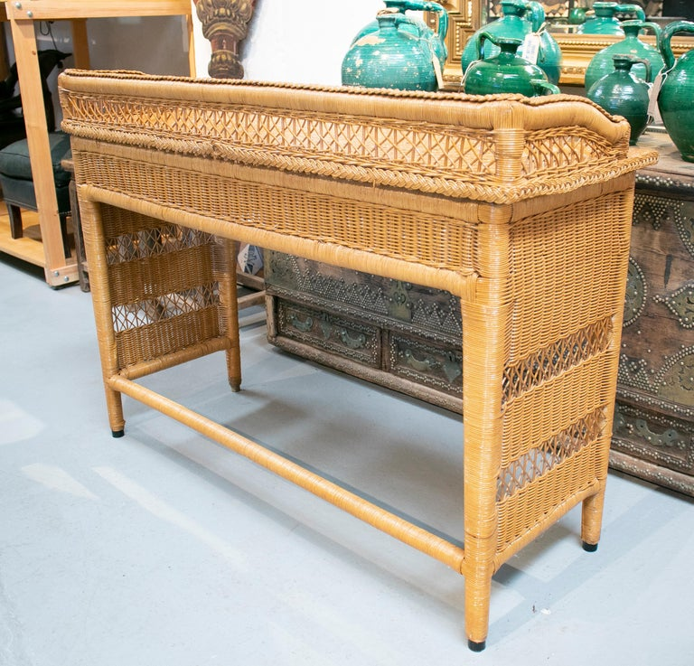 1980s Spanish Weaved Rattan Three-Drawer Office Desk For Sale 3