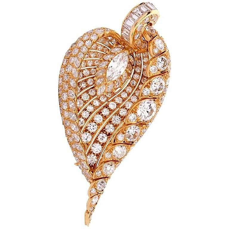 1980s Stunning Diamond Leaf Brooch 18 Karat Gold Brooch Pin