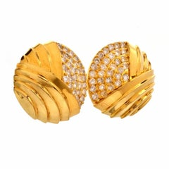1980s Stylish Diamond 18 Karat Clip Back Earrings