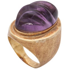 1980s Textured Carved Amethyst and Engraved Gold Cocktail Ring