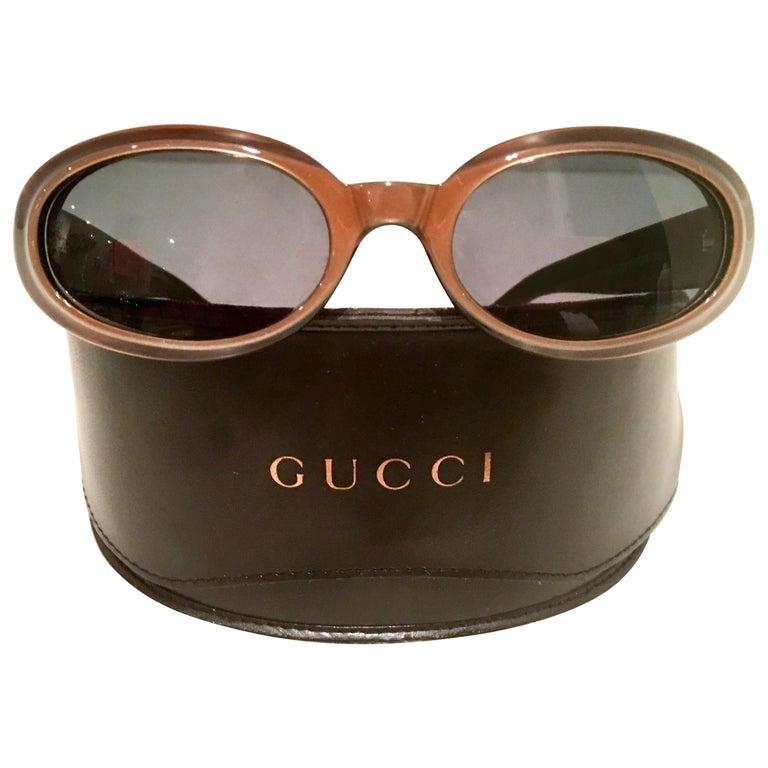 b90d3286df5c8 1980 S Tortoise Gold Gucci Logo Sunglasses   Case-Italy