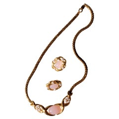 1980s Trifari Necklace in Gold Plate with Pearls and Pink Glass
