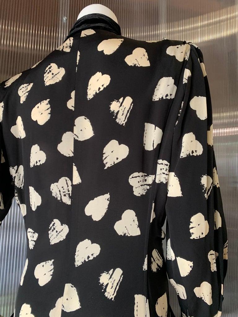 1980s Ungaro Black & Cream Rayon Drop Waist Dress W/ Velvet Collar & Heart Print For Sale 8