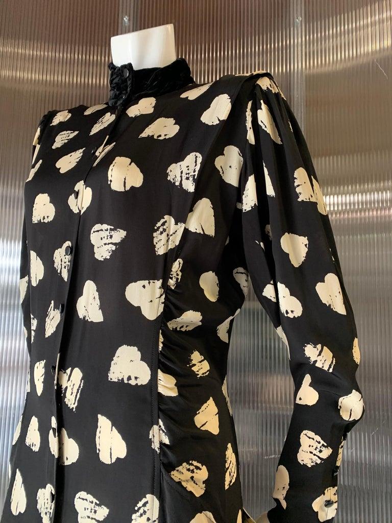 1980s Ungaro Black & Cream Rayon Drop Waist Dress W/ Velvet Collar & Heart Print In Excellent Condition For Sale In San Francisco, CA