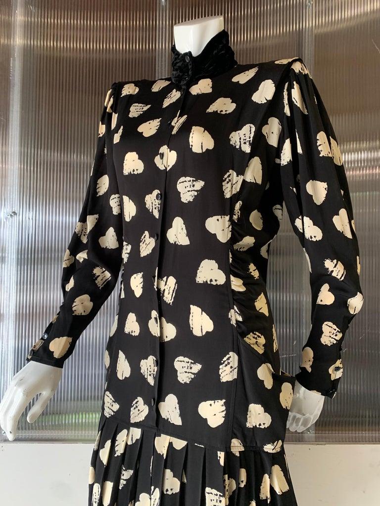 1980s Ungaro Black & Cream Rayon Drop Waist Dress W/ Velvet Collar & Heart Print For Sale 2
