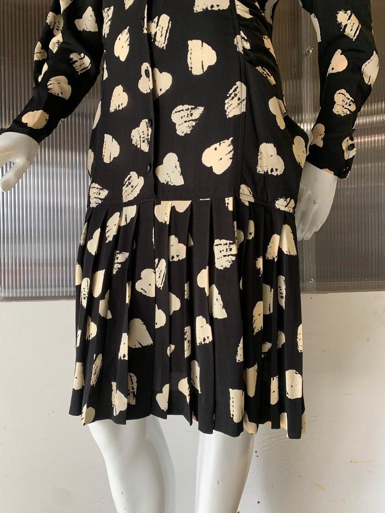 1980s Ungaro Black & Cream Rayon Drop Waist Dress W/ Velvet Collar & Heart Print For Sale 3
