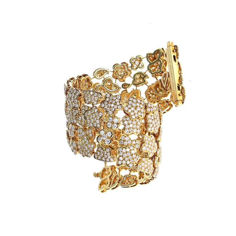 1980s Van Cleef and Arpels Diamond and Gold Bracelet In Excellent Condition For Sale In New York, NY