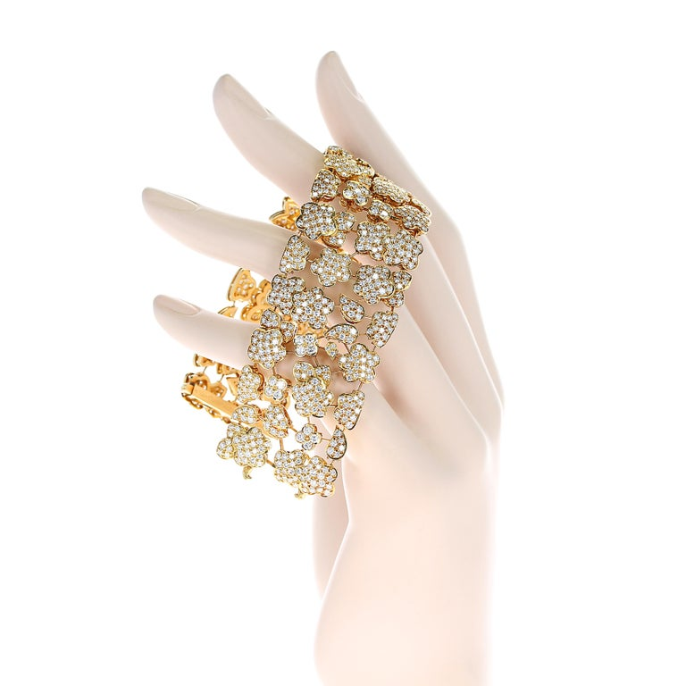 1980s Van Cleef and Arpels Diamond and Gold Bracelet For Sale 1