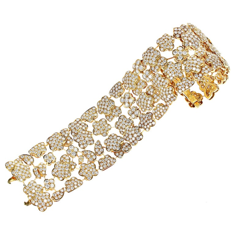 1980s Van Cleef and Arpels Diamond and Gold Bracelet For Sale
