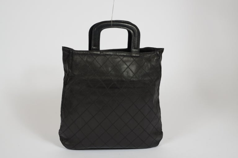 1980's Vintage Chanel Black Quilted Coin Handbag In Good Condition For Sale In West Hollywood, CA