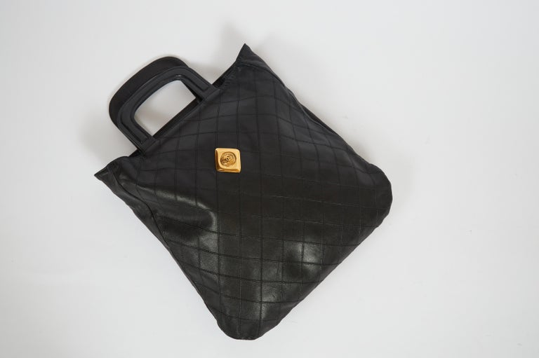 Women's 1980's Vintage Chanel Black Quilted Coin Handbag For Sale
