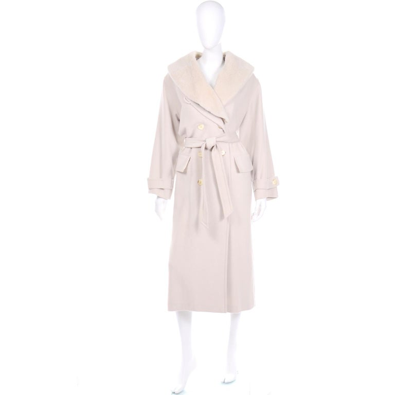 This vintage Louis Féraud double breasted cream coat is so versatile because it has a detachable plush faux fur collar. There is an extra button along the collar that you can fasten to have the fur inside. The cuffs have the same buttons and have an