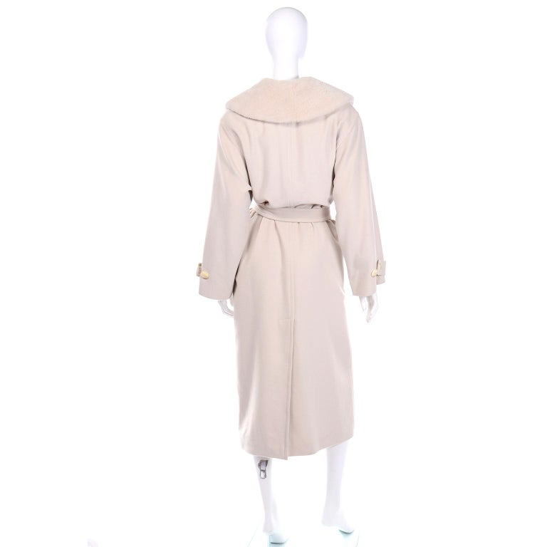 1980s Vintage Louis Feraud Cream Cashmere Wool Angora Coat with Belt In Excellent Condition For Sale In Portland, OR