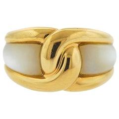 1980s Vintage Van Cleef & Arpels France Mother of Pearl Gold Ring