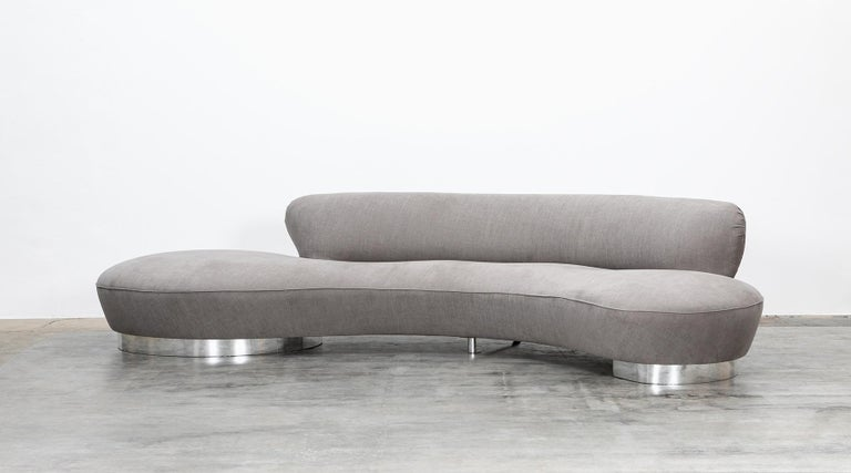 Sofa, new upholstery in high-quality fabric, warm grey, USA, 1980s.  Serpentine sofa by German-born American Vladimir Kagan. Manufactured for Club House Italia as part of their New York collection. Kagan has made himself a name through his