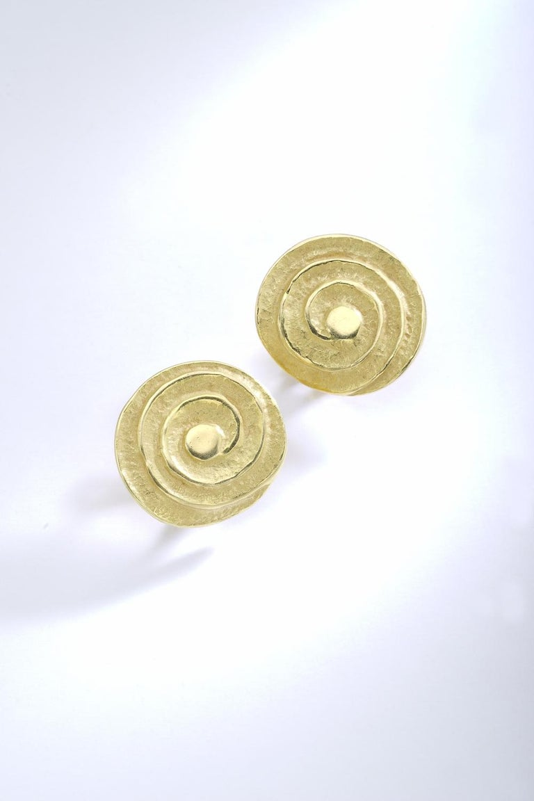 1980s Yellow Gold Earrings In Excellent Condition For Sale In Geneva, CH