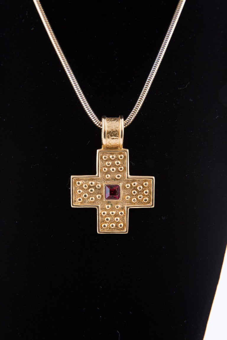 1980s Yves Saint Laurent Gold Tone Cross Necklace    In Excellent Condition For Sale In Paris, FR