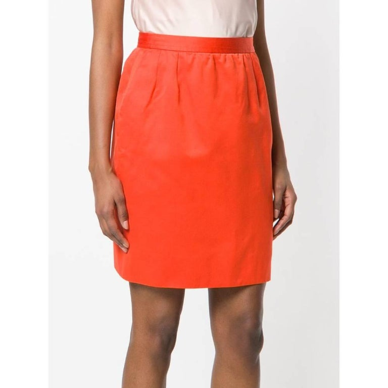 Yves Saint Laurent short straight skirt in red cotton and silk blend. Model with high waist, zip and button closure. Length above the knee and lined.  The product has some pulled threads as shown in the pictures. Year: 80s  Made in France  Size: 42