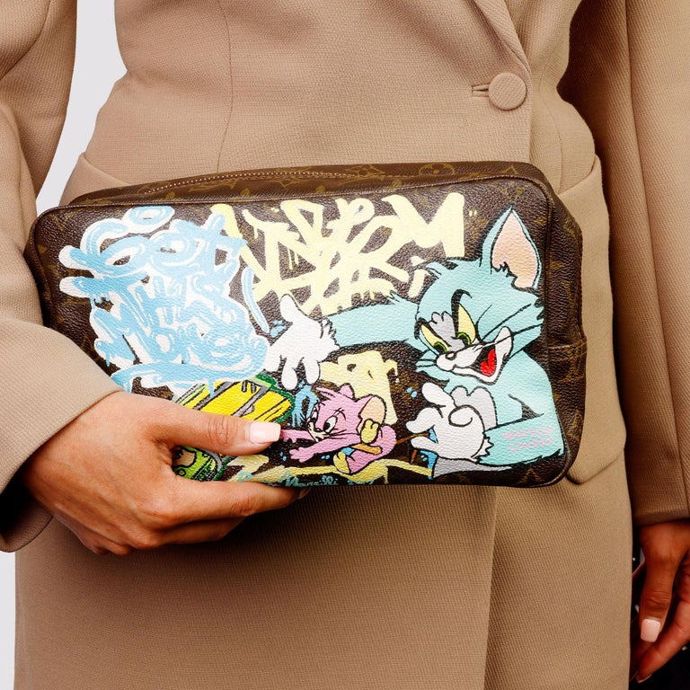1983 Louis Vuitton Hand-painted 'Get This Money' X Year Zero London Pouch For Sale 9