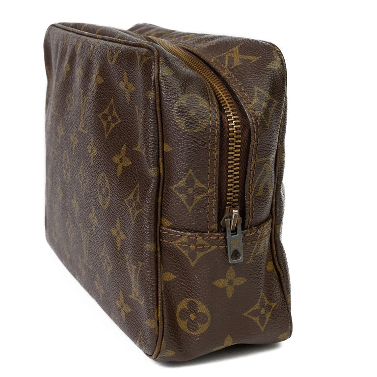 1983 Louis Vuitton Hand-painted 'Get This Money' X Year Zero London Pouch For Sale 4