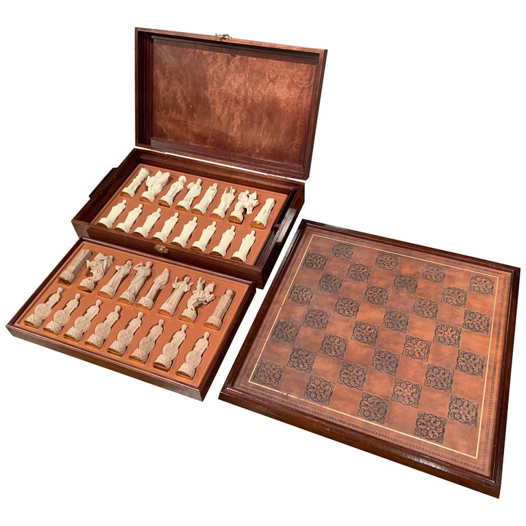 "1985 Franklin Mint ""The Great Crusaders"" Chess Set Game with Leather Board For Sale"