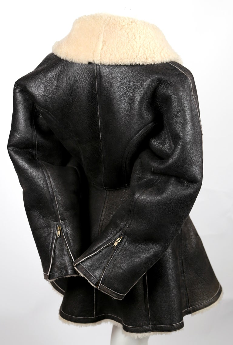 1987 AZZEDINE ALAIA flared brown shearling coat with shawl collar In Good Condition For Sale In San Fransisco, CA