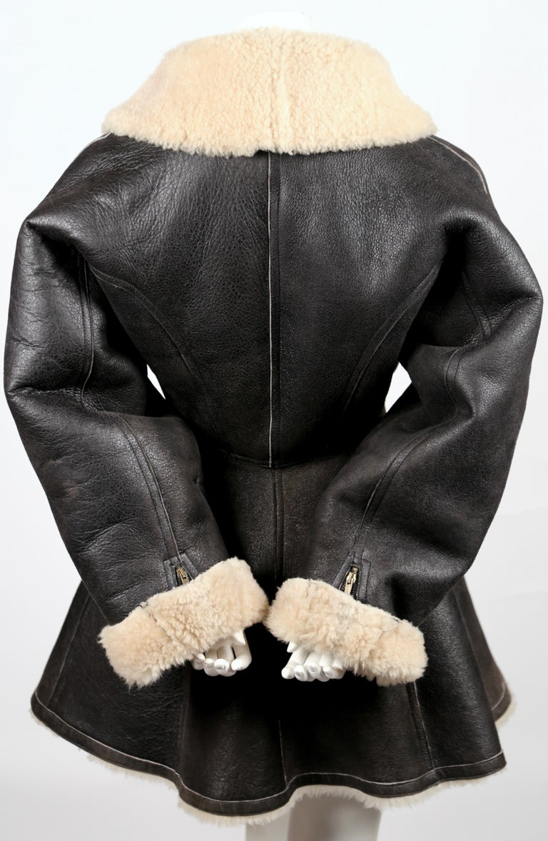 Women's 1987 AZZEDINE ALAIA flared brown shearling coat with shawl collar For Sale