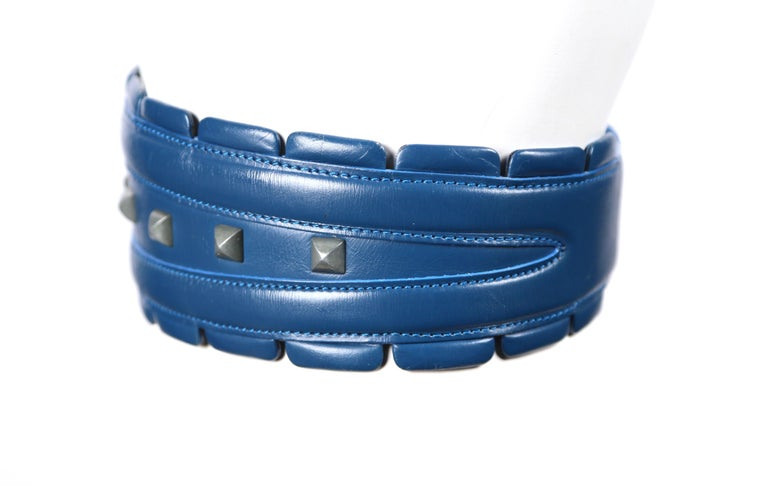 1988 AZZEDINE ALAIA blue-green leather runway belt with gunmetal pyramid studs For Sale 1