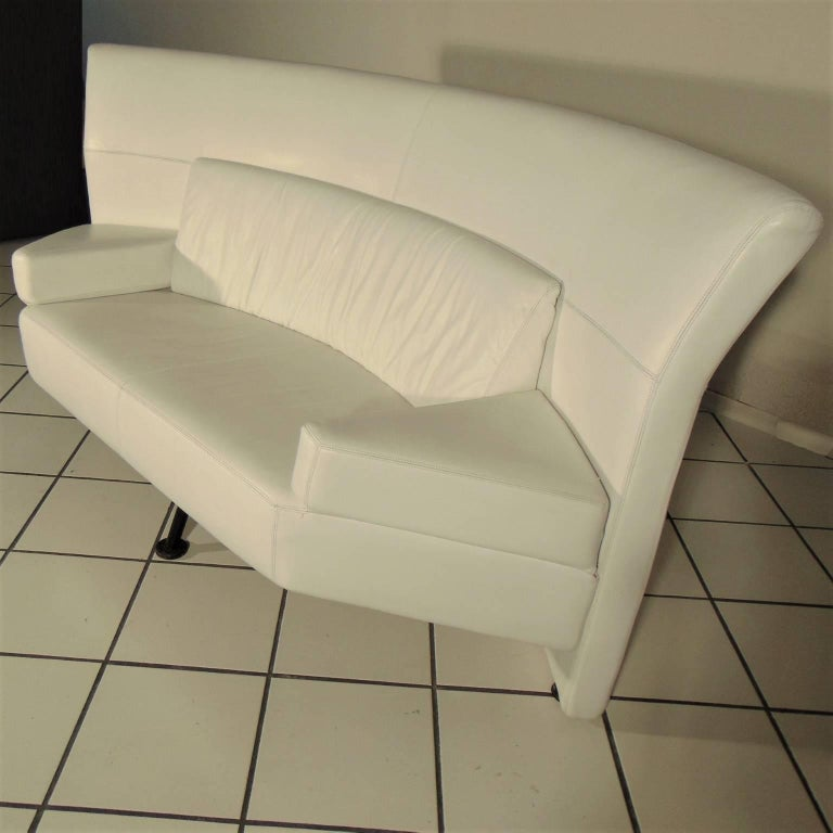 Late 20th Century 1988 Two-Seat White Leather Memphis Style by Walter Leeman, Sormani, Italy For Sale