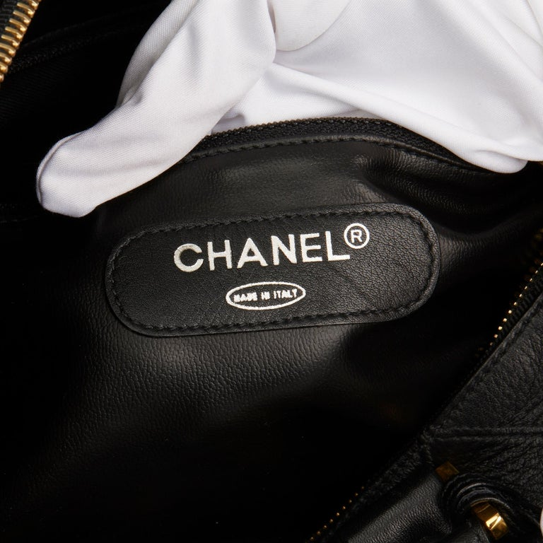 1989 Chanel Black Quilted Lambskin Vintage Boston 35 For Sale 4