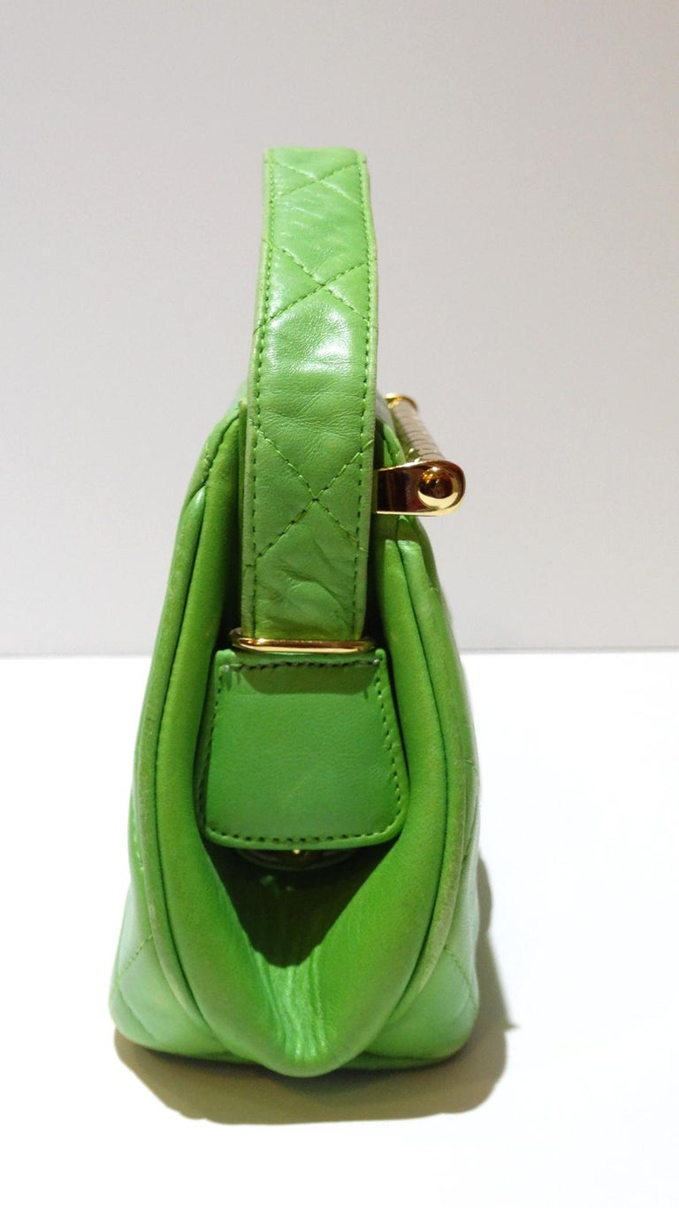 1989 Chanel Kelly Green Quilted Handbag  For Sale 7