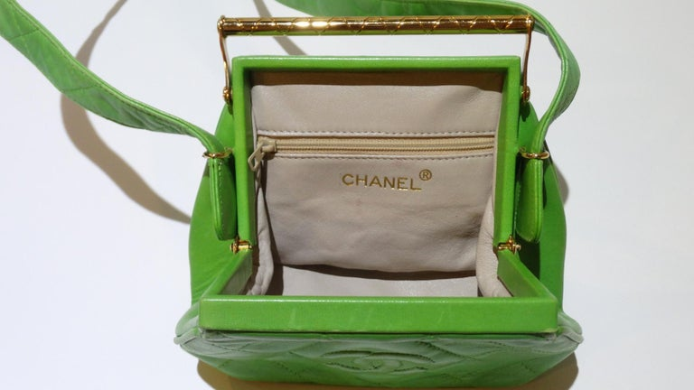 1989 Chanel Kelly Green Quilted Handbag  For Sale 9