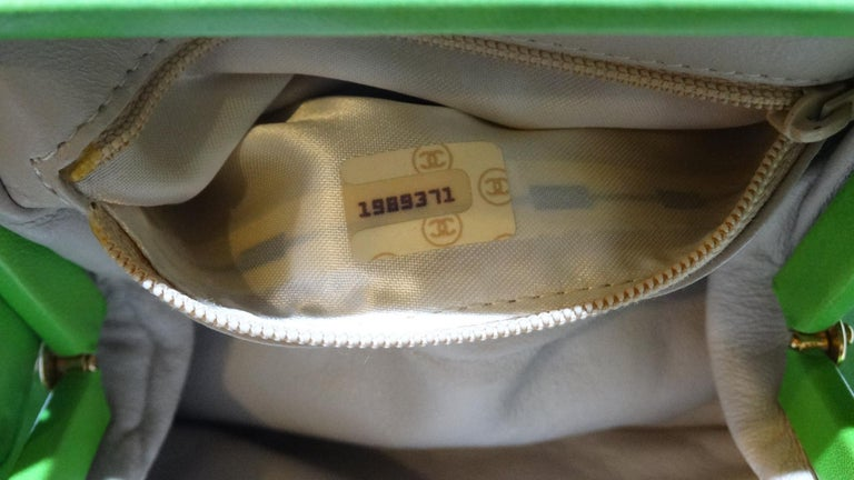 1989 Chanel Kelly Green Quilted Handbag  For Sale 10