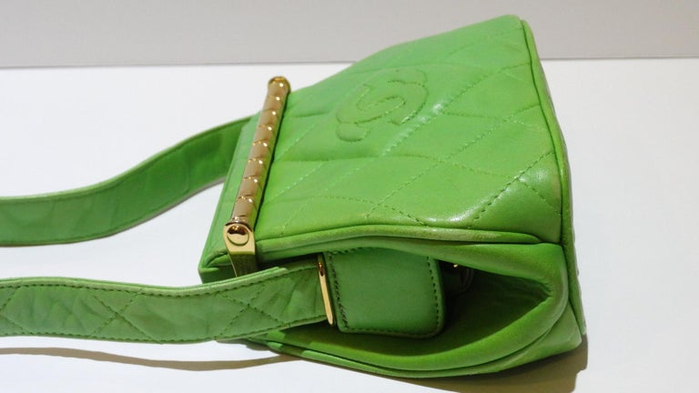 1989 Chanel Kelly Green Quilted Handbag  In Good Condition For Sale In Scottsdale, AZ