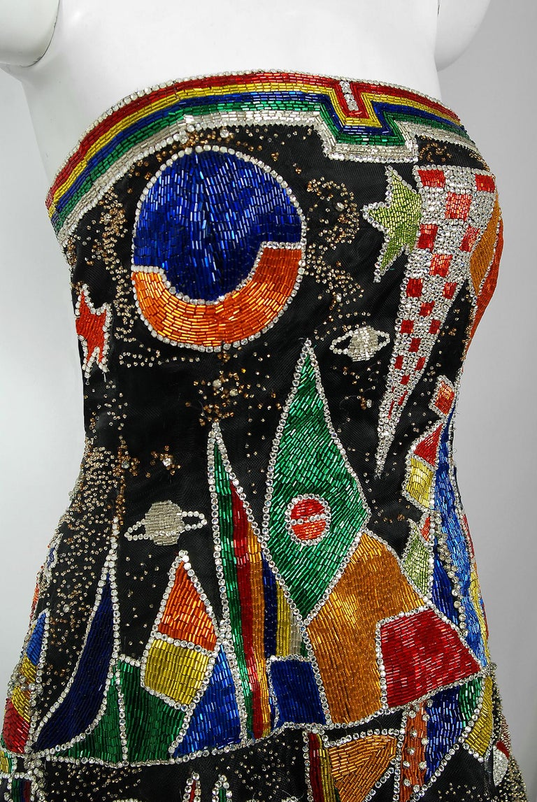 Vintage 1989 Gianni Versace Haute Couture Beaded Circus Novelty Gown and Shawl In Good Condition For Sale In Beverly Hills, CA