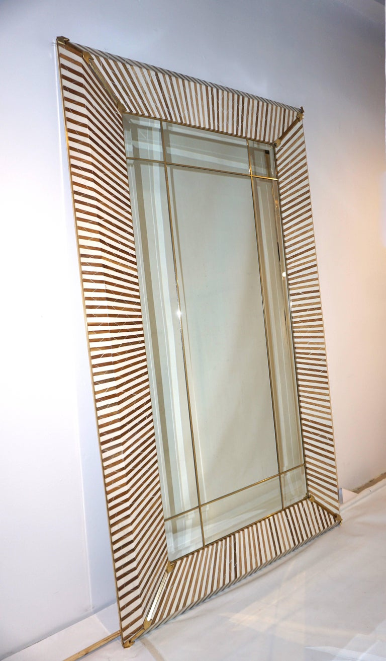 1990 Italian Geometric White & Brown Bamboo Wood Floor Mirror with Brass Accents In Excellent Condition For Sale In New York, NY
