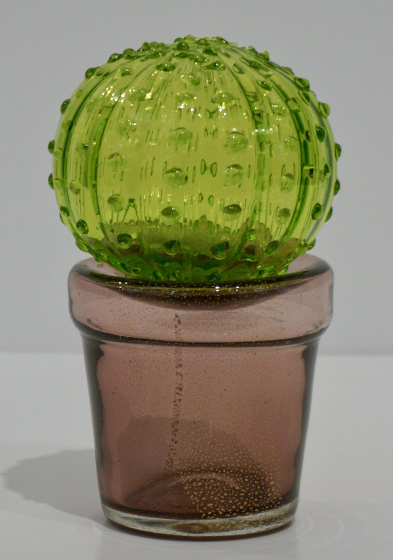 1990s Italian highly collectible Venetian glass cactus of limited edition, entirely handcrafted in Murano, with modern Minimalist design blown by Formia, in a lifelike organic modernist shape in blown jade apple green Murano glass highlighted with