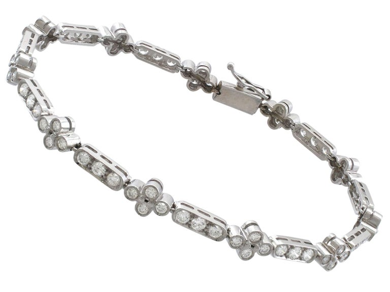 1990s 3.30 Carat Diamond and White Gold Bracelet In Excellent Condition For Sale In Jesmond, Newcastle Upon Tyne
