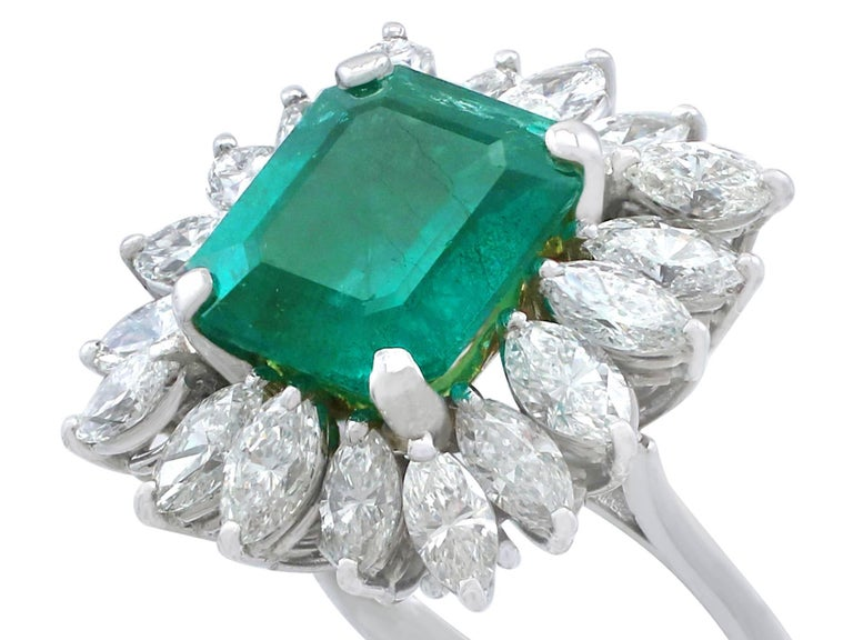 1990s 4.30 Carat Emerald Diamonds Gold Cluster Ring In Excellent Condition For Sale In Jesmond, Newcastle Upon Tyne