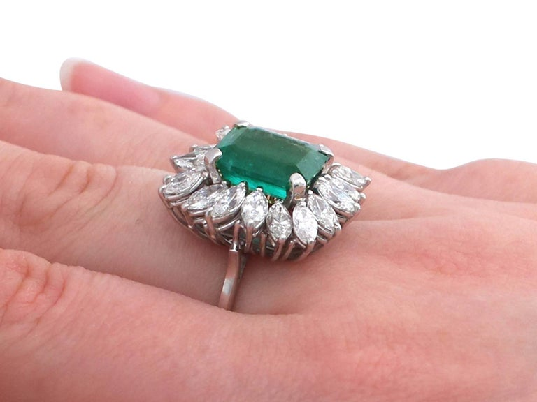 1990s 4.30 Carat Emerald Diamonds Gold Cluster Ring For Sale 4