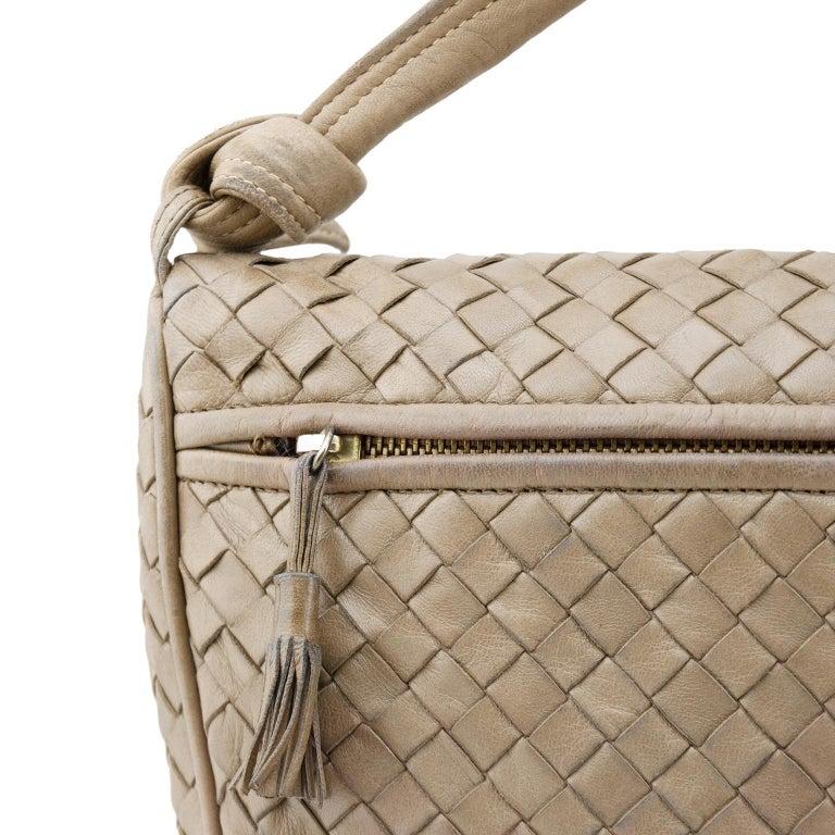 1990s Bottega Veneta Taupe Leather Intrecciato Crossbody Bag  In Good Condition For Sale In Toronto, Ontario
