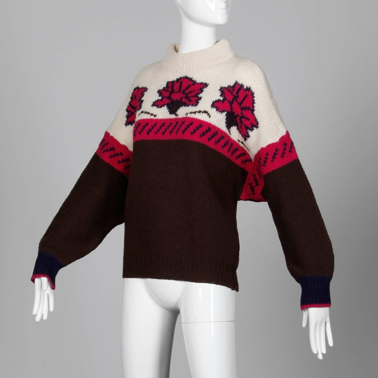 1990s Byblos Vintage 100% Wool Chunky Knit Sweater Top with Flower Design In Excellent Condition For Sale In Sparks, NV