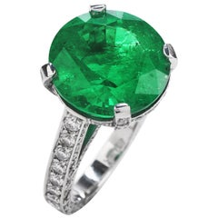 1990s Certified 8.13 Carat Colombian Emerald Diamond Platinum Cocktail Ring