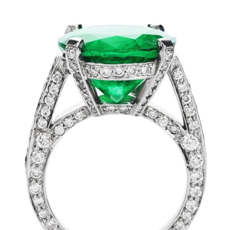 Women's or Men's 1990s Certified 8.13 Carat Colombian Emerald Diamond Platinum Cocktail Ring For Sale