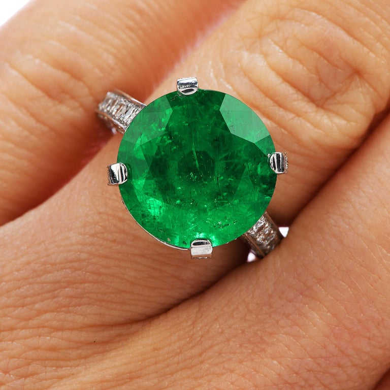 1990s Certified 8.13 Carat Colombian Emerald Diamond Platinum Cocktail Ring For Sale 1