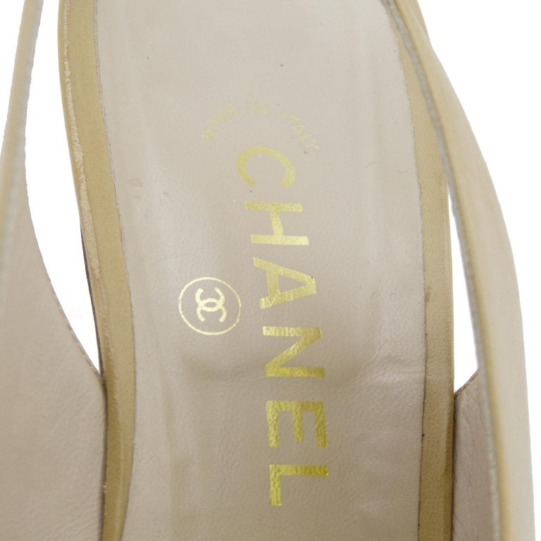 1990s Chanel Beige Leather Sling Back Heels with Black Patent Leather Cap Toe  For Sale 1