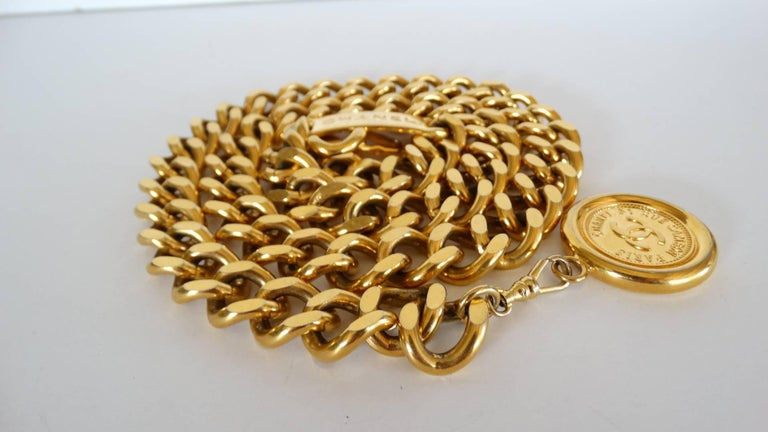 Chanel Chain Link Medallion Belt, 1990s   In Excellent Condition For Sale In Scottsdale, AZ