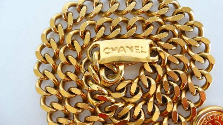 Chanel Chain Link Medallion Belt, 1990s   For Sale 2