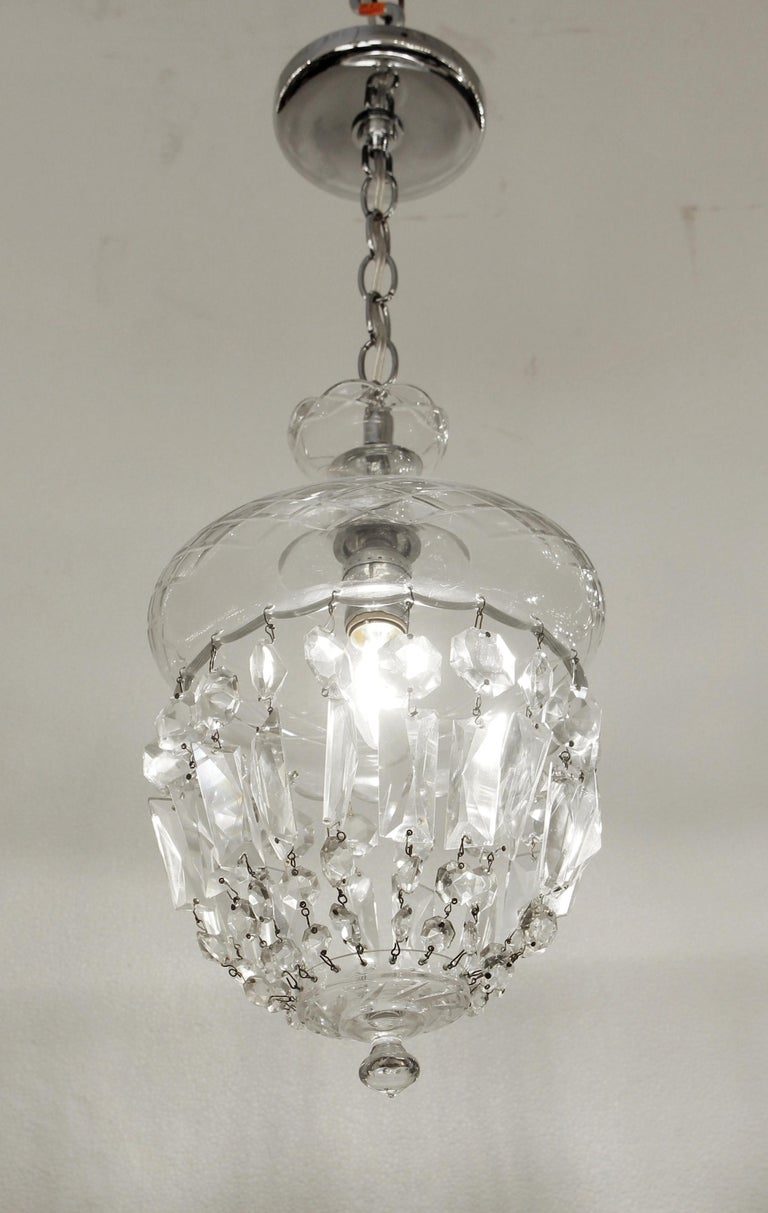 1990s Clear Glass Bell Jar Style Down Pendant Light In Good Condition For Sale In New York, NY