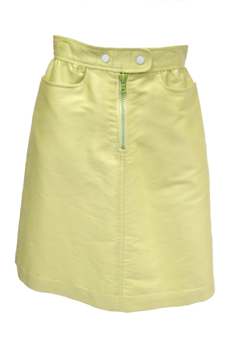 1990s Courreges Green Mod Mini Skirt with White Accent Zipper For Sale 2